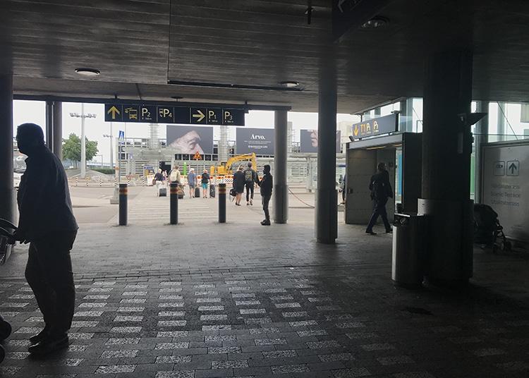 バス乗り場 ヘルシンキ空港
