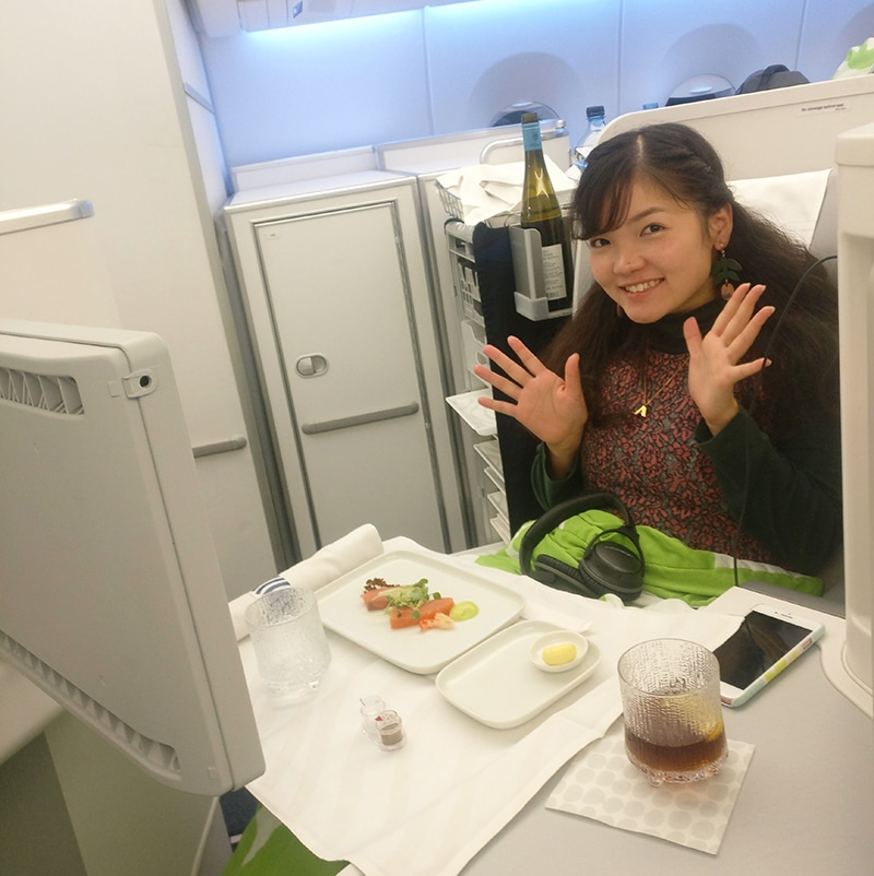 business-class-dinner